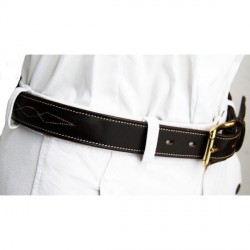 Contrasted stitching belt